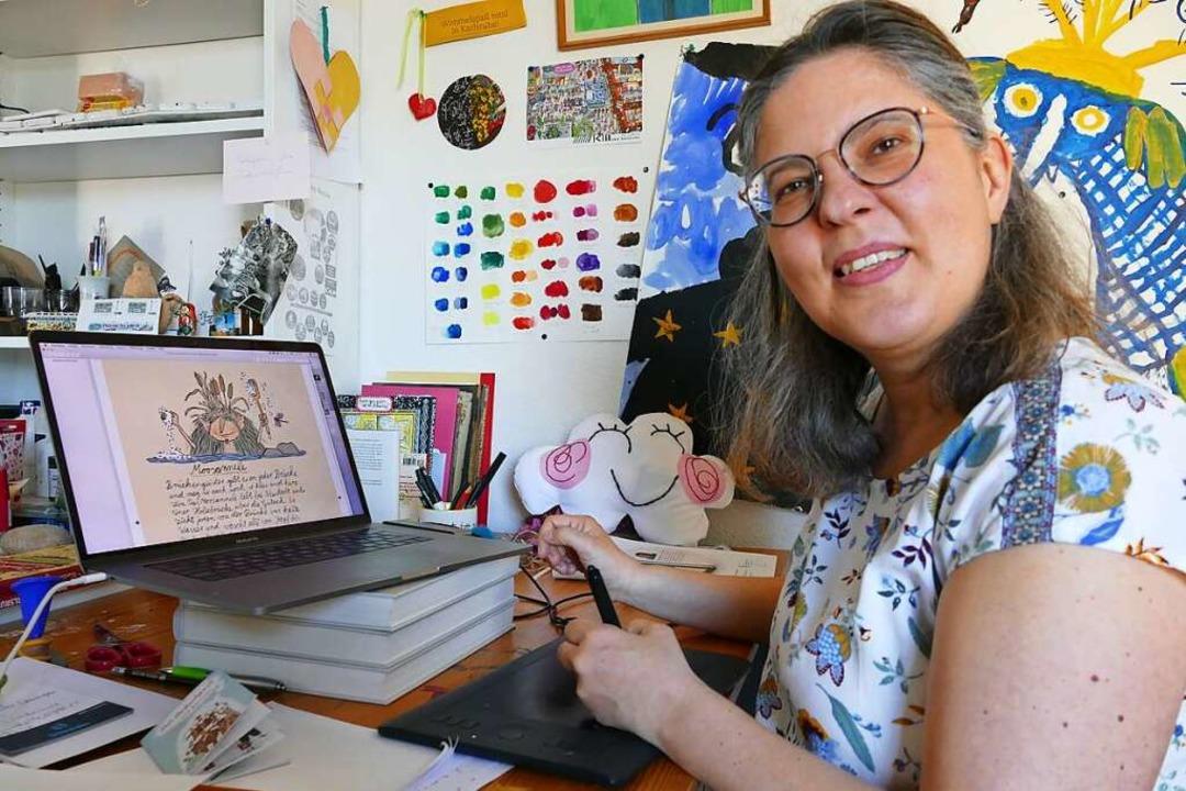 Stephanie Burlefinger vor ihrem Laptop...d und Kindern über die Stadt erzählte.  | Foto: Sylvia Sredniawa