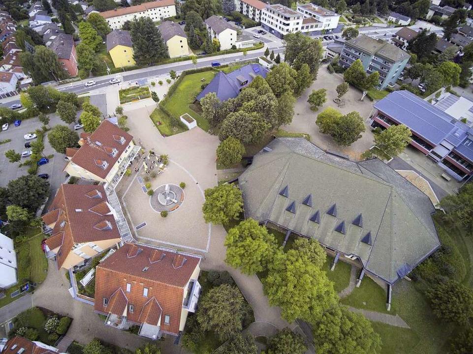 Die neue Stegener Ortsmitte aus der Luft.  | Foto: Michael Saurer