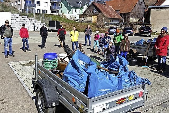 Engagierte Menschen machen sich für eine saubere Stadt stark