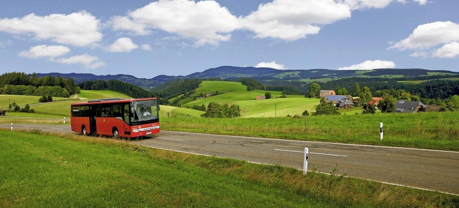 Bei den roten SBG-Bussen kann man mit ...ernachtungsgäste in Waldshut-Tiengen.   | Foto: Mesenholl/Schwarzwald Tourismus