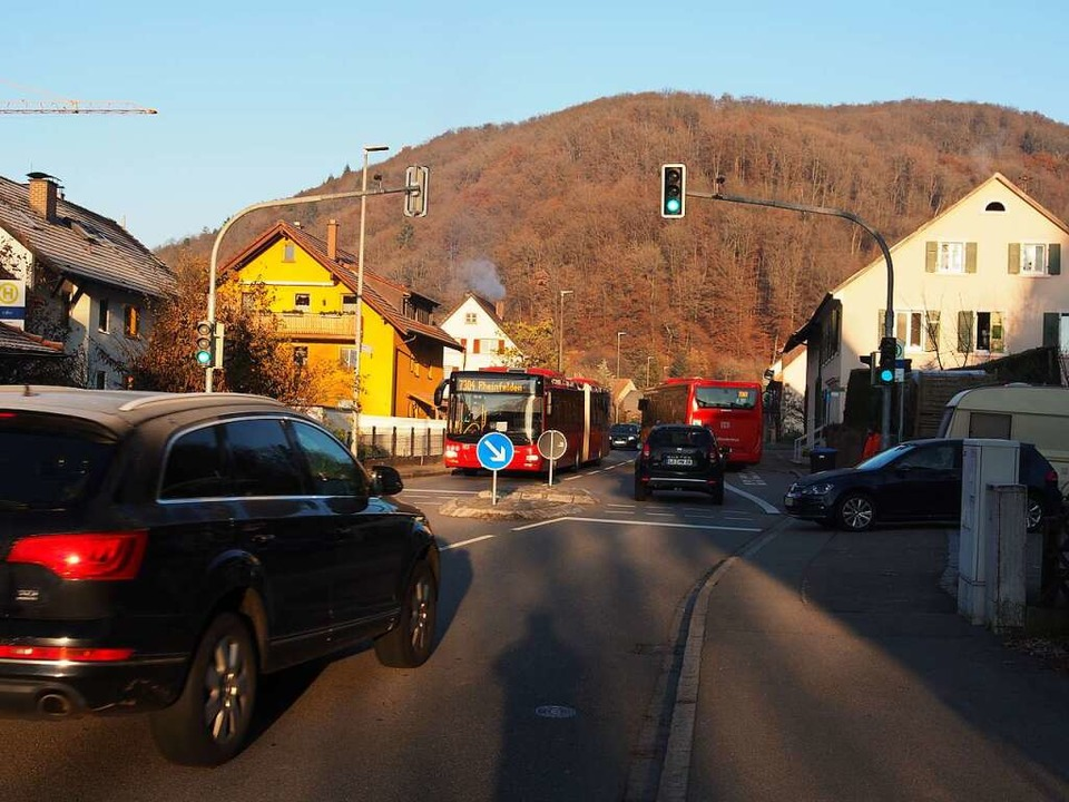 Viel Verkehr auf der B316 durch Degerf...esetzgeber zu Tempo 30 gezwungen wäre.  | Foto: Boris Burkhardt