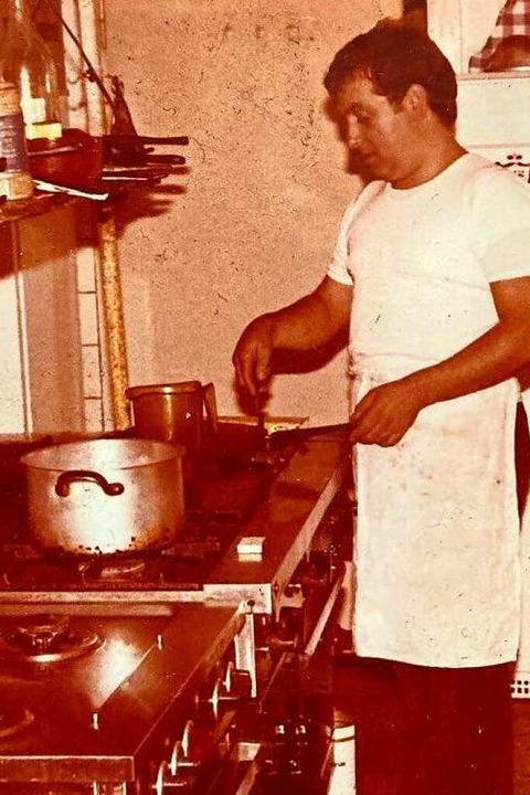 Aus dem Familienalbum:  Gabriele Filippone beim Kochen im Restaurant.    Foto: privat