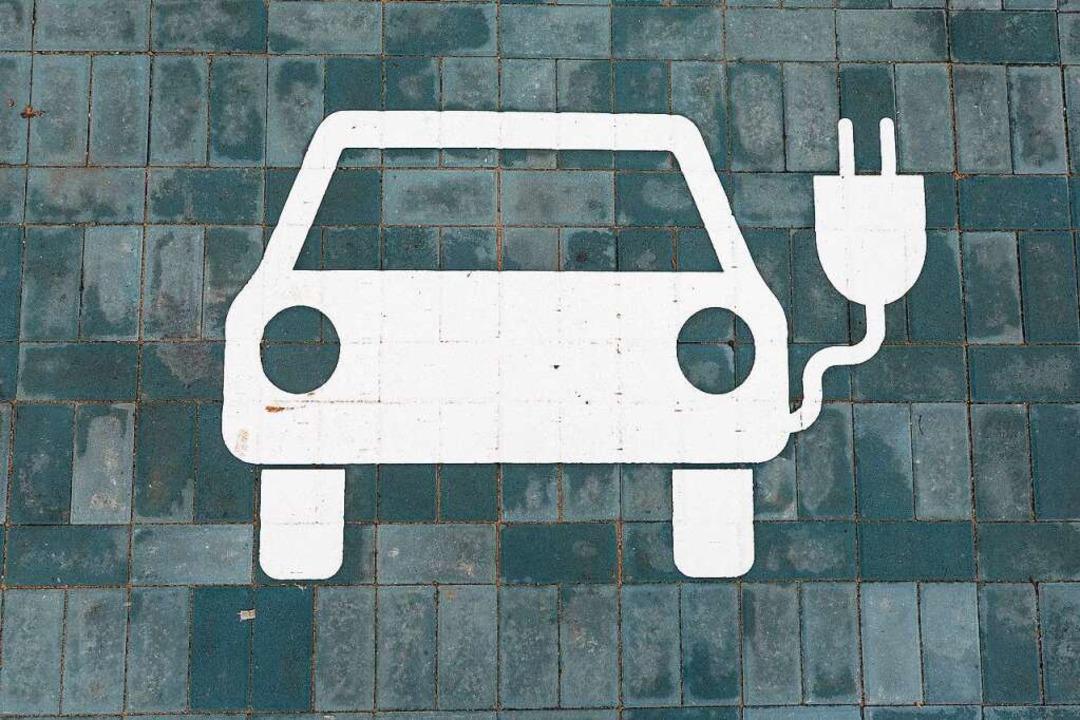 Bevor der Strom fürs E-Auto aus der St...ommt, ist reichlich Arbeit zu leisten.  | Foto: Ingo Schneider