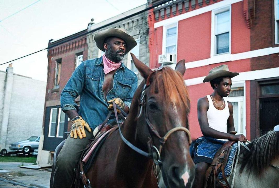Idris Elba und Caleb McLaughlin als Vater und Sohn in Philadelphia  | Foto: Aaron Ricketts/Netflix