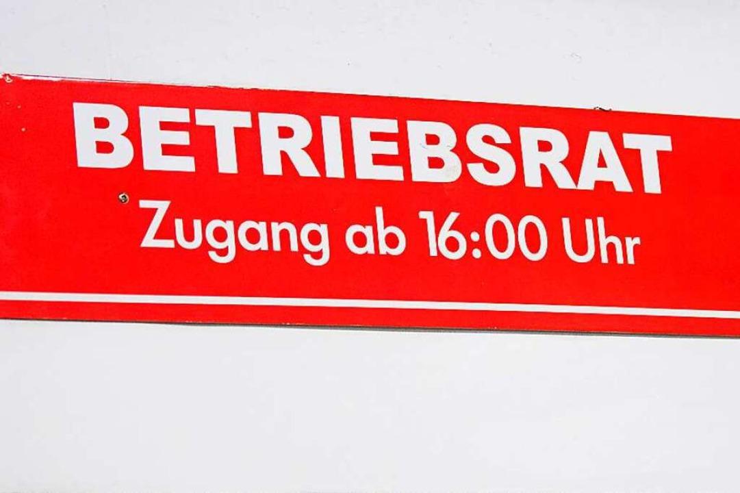 Nicht in jedem Betrieb gibt es einen B...tung der Interessen der Beschäftigten.  | Foto: Julian Stratenschulte (dpa)