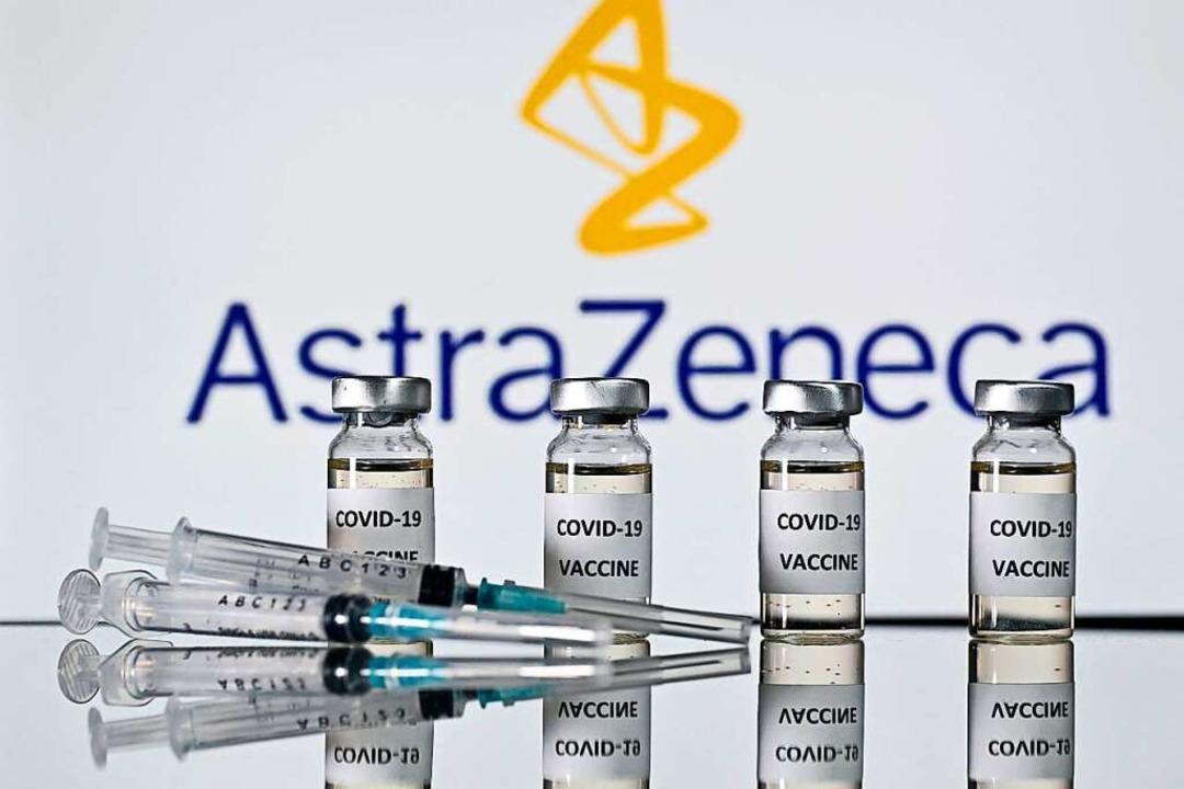 Der Impfstoff von Astrazeneca wird sei...nur noch an Menschen über 60 verimpft.    Foto: JUSTIN TALLIS (AFP)