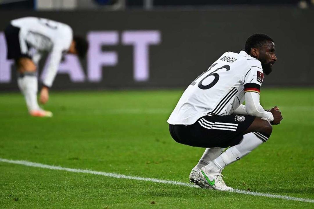 Antonio Rüdiger  ist nach der Niederlage enttäuscht.  | Foto: Federico Gambarini (dpa)