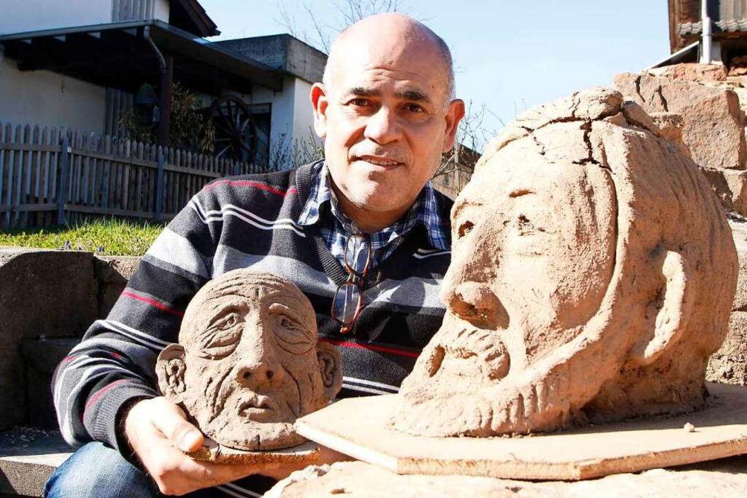 Skulpturengesichter von Kamal Ismael h... Nachbarn in ihrem Garten aufgestellt.  | Foto: Heidi Fößel