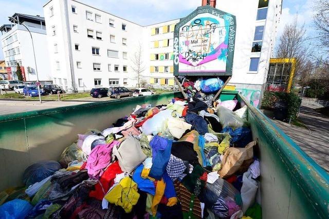 In Freiburgs Altkleidercontainern wird immer häufiger Müll entsorgt