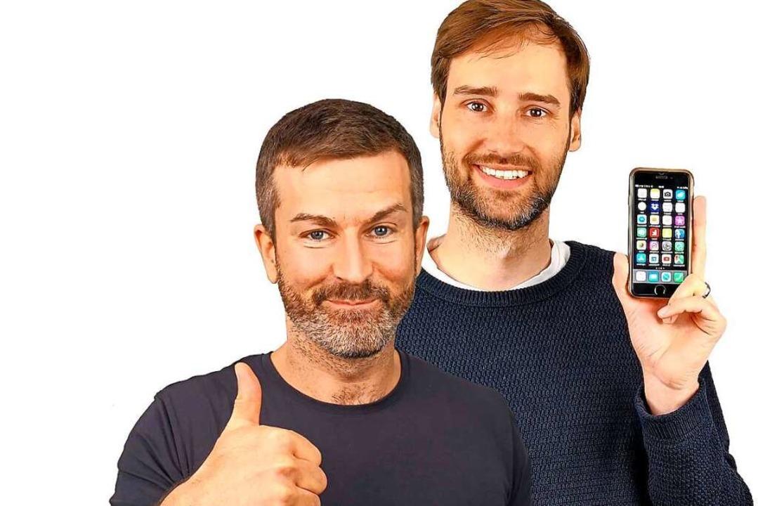 Die Handyexperten Andreas Dautermann (links) und Kristoffer Braun    Foto: Levato