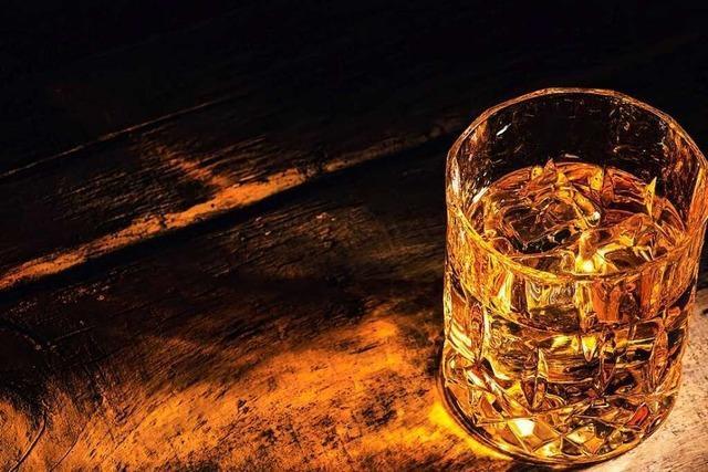Rum-Drinks mixen bei Online-Kursen der Black Forest Bar Academy