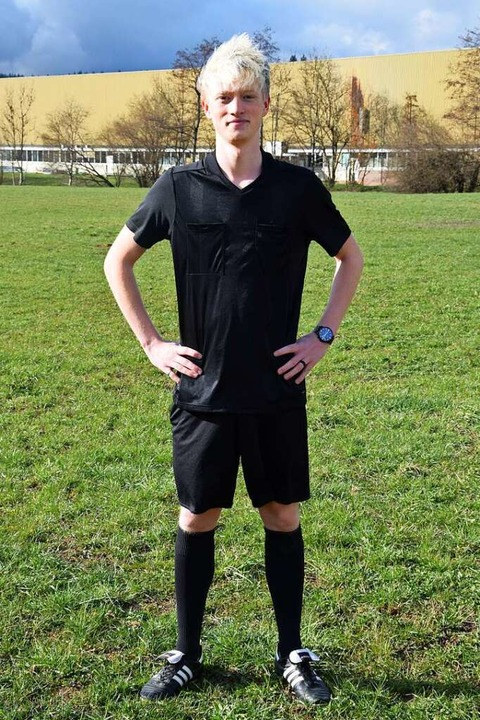 Läuft: Steven Häss, 18, pfiff für den TuS Maulburg auf Anhieb 23 Spiele.  | Foto: Privat