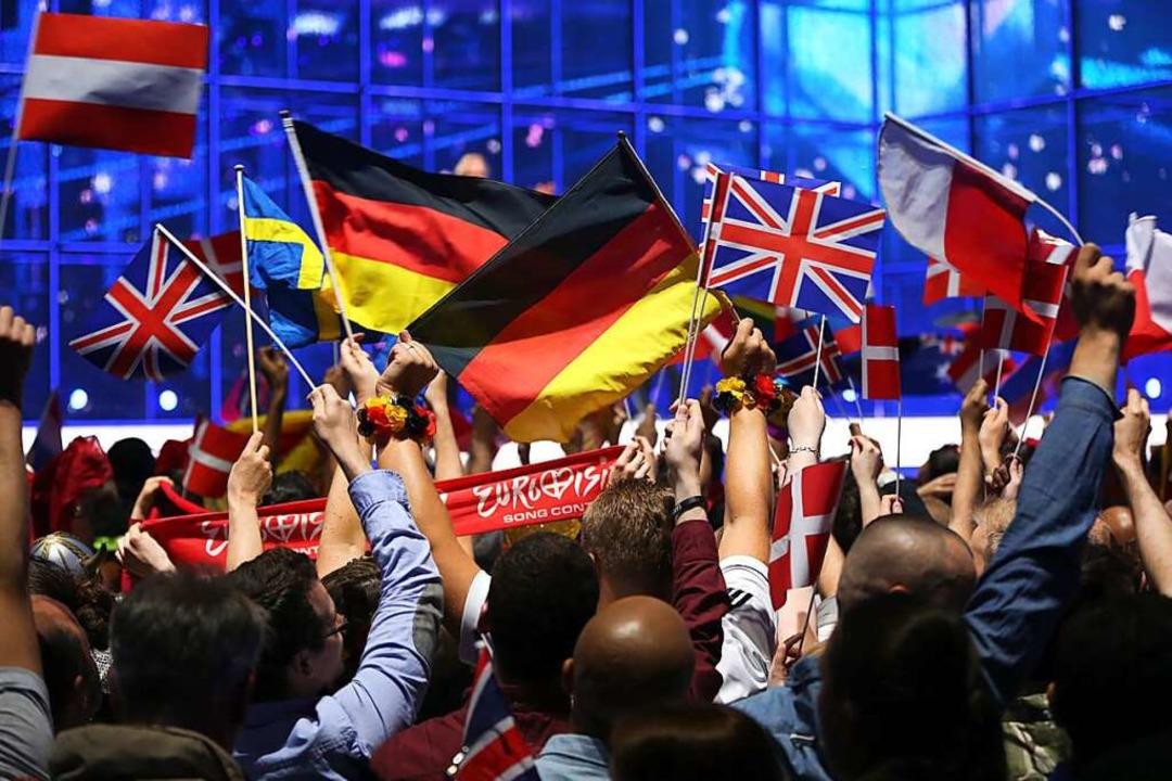 Fans feuern die Interpreten aus versch...vor Publikum stattfinden (Archivbild).  | Foto: Jörg Carstensen (dpa)