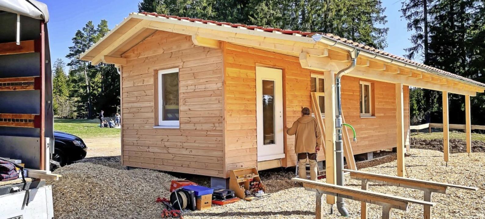 Noch wird kräftig gebaut: In zwei Woch...zil des Waldkindergartens fertig sein.    Foto: Wilfried Dieckmann