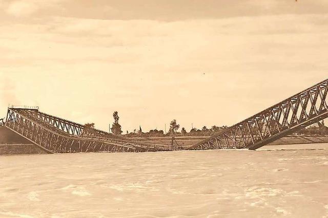 1939 wurde die Neuenburger Eisenbahnbrücke über den Rhein gesprengt