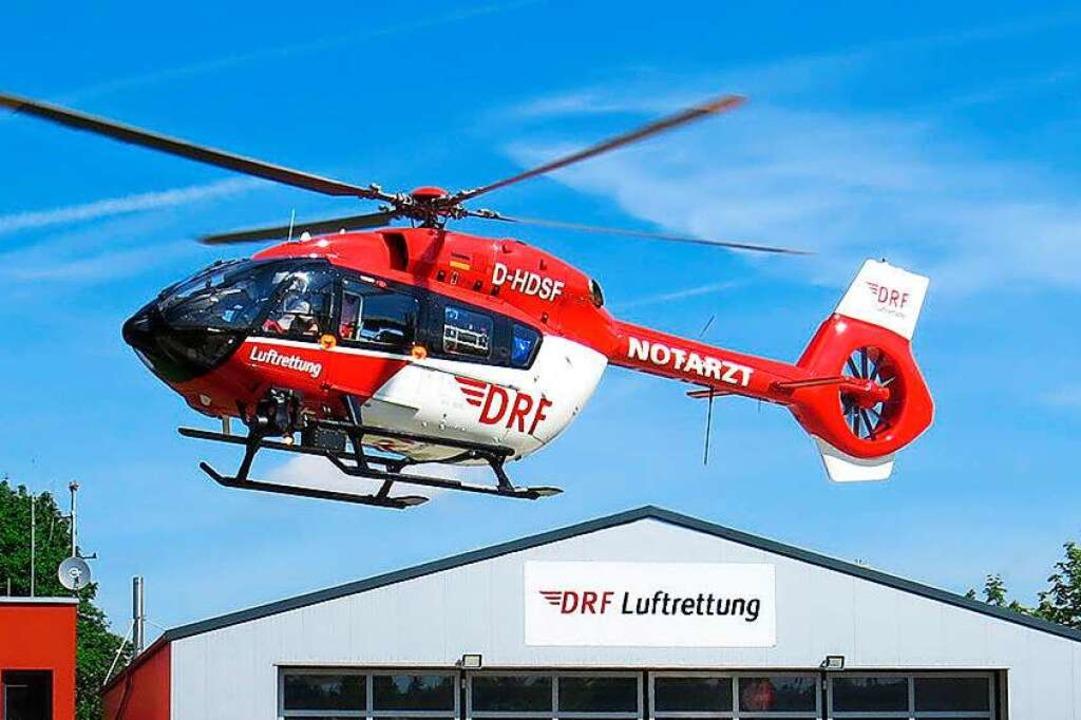 Aufgrund seiner schweren Verletzungen ...nkenhaus gebracht werden (Symbolbild).  | Foto: DRF Luftrettung (dpa)