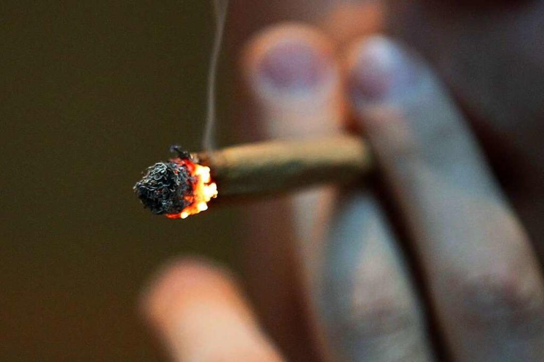 Bei einer Verkehrskontrolle hat die Po...Marihuana sichergestellt (Symbolbild).  | Foto: Oliver Berg (dpa)