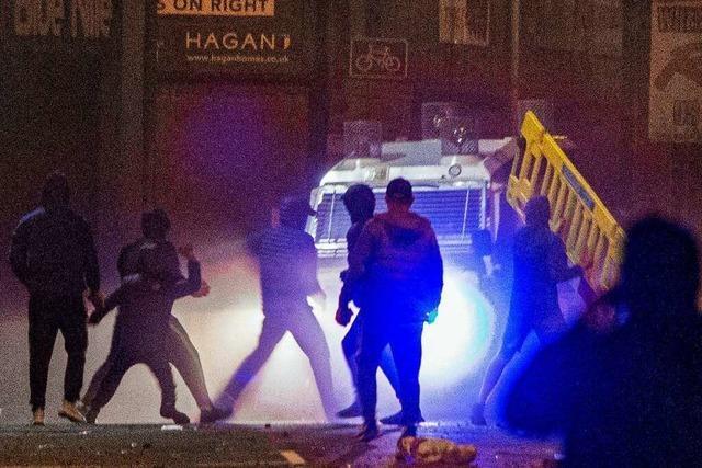 Mehrere Polizisten bei Protesten in Belfast verletzt