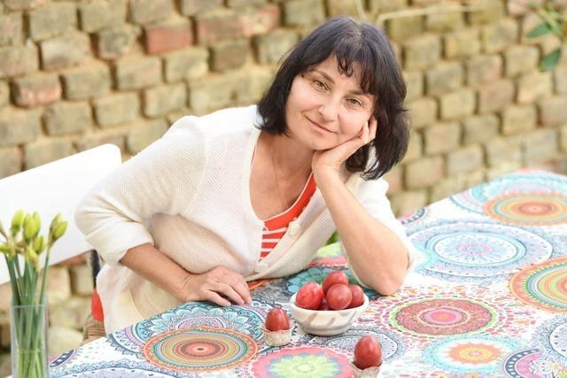 Fünf Freiburgerinnen zeigen Osterbräuche ihres Herkunftslandes