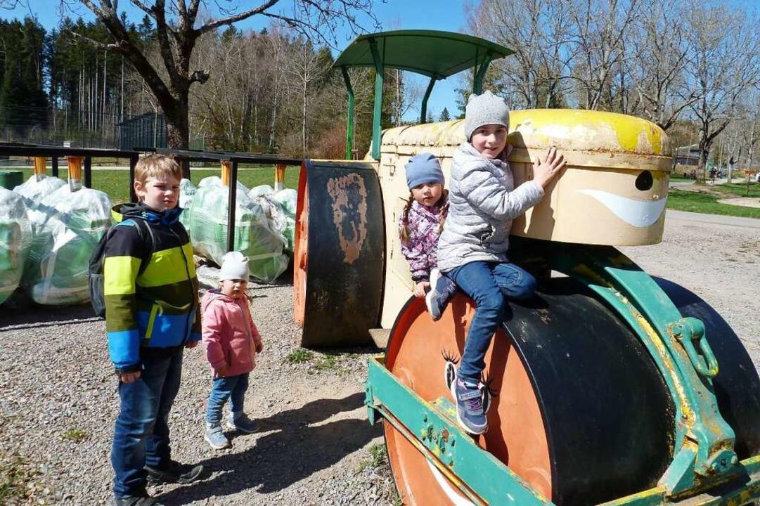 Die alte Straßenwalze war bei den Kindern beliebt.  | Foto: Heidrun Simoneit