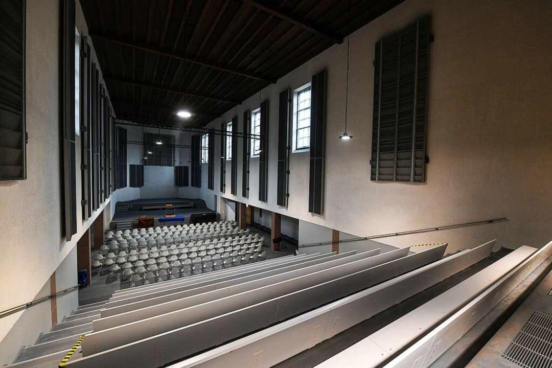 Der Große Konzertsaal im Kulturzentrum Don Bosco Richtung Bühne gesehen  | Foto: Juri Junkov