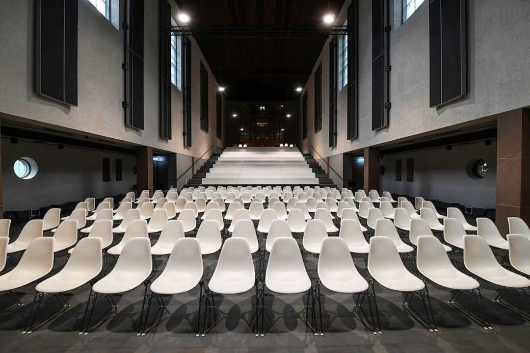 Der Große Konzertsaal im Kulturzentrum Don Bosco von der Bühne aus gesehen  | Foto: Juri Junkov