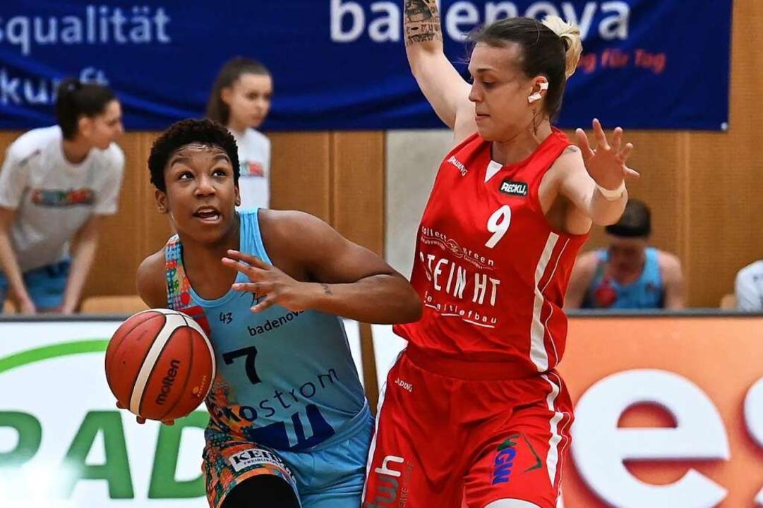 USC-Spielerin Dominique Toussaint gegen die starke Kristina Topuzovic    Foto: Achim Keller