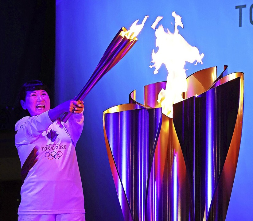Das Olympische Feuer ist unterwegs, ab...r meisten Japaner noch nicht erwärmen.  | Foto: --- (dpa)