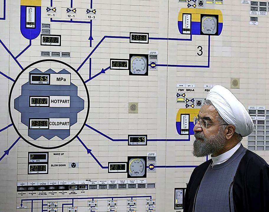 Der iranische Präsident Hassan Ruhani bei einem Besuch im Akw Buschehr  | Foto: Mohammad Berno (dpa)