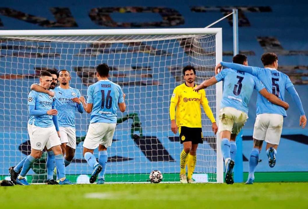 Spieler von Manchester City jubeln nach dem Tor zum 2:1.  | Foto: Nick Potts (dpa)