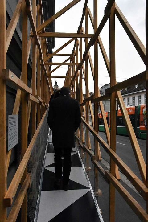 Über eine Holzrampe gelangen die Besucher ins S AM  | Foto: Kathrin Ganter