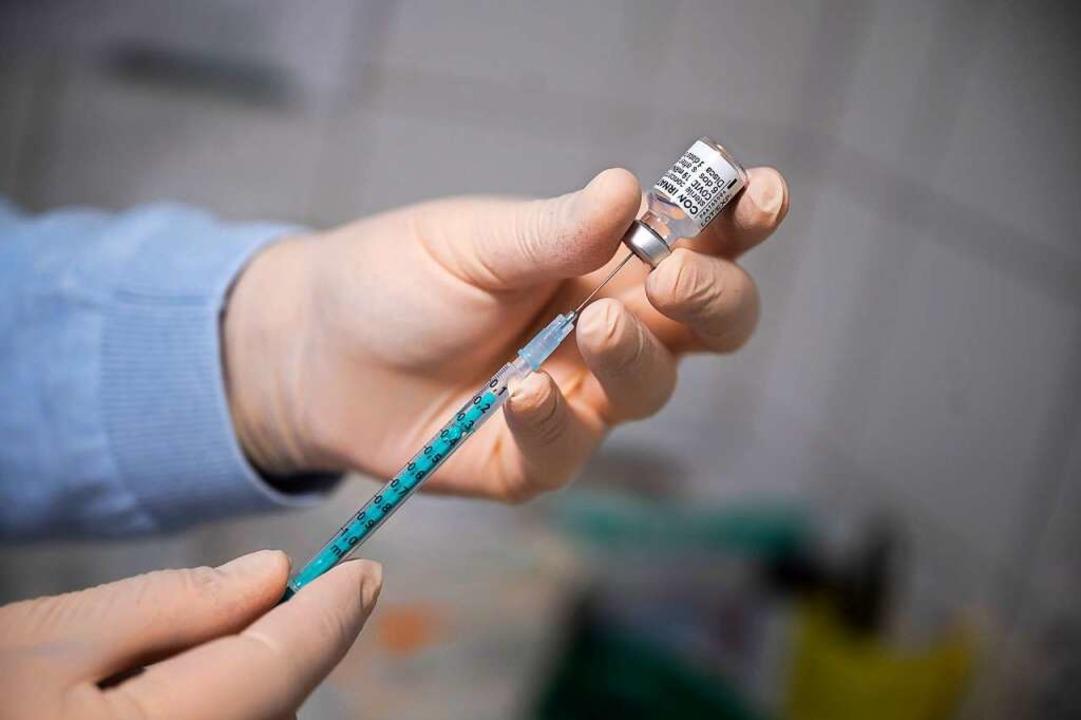 Laut einer US-Studie sollen Grippeimpfungen auch vor Covid-19 schützen.  | Foto: Sebastian Gollnow (dpa)
