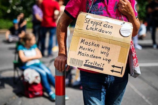 Streit um Umgang mit Querdenker-Demos: Wie halten es andere Städte?