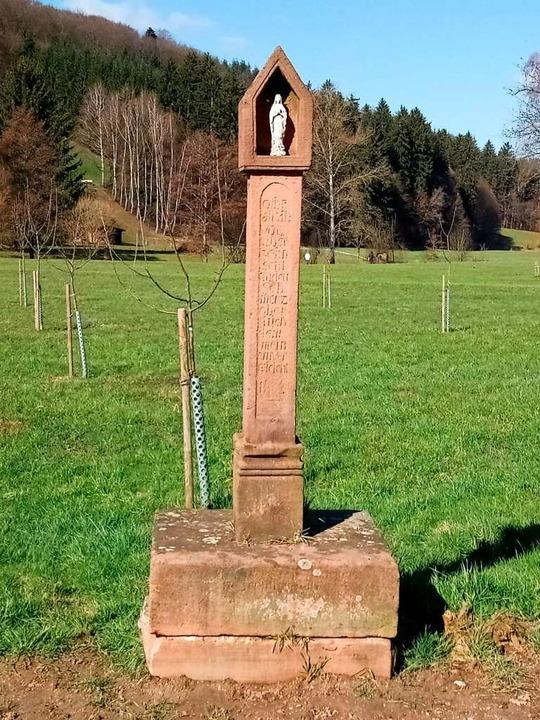 Ein Gedenkstein am Wegesrand  | Foto: Helmut Stingl