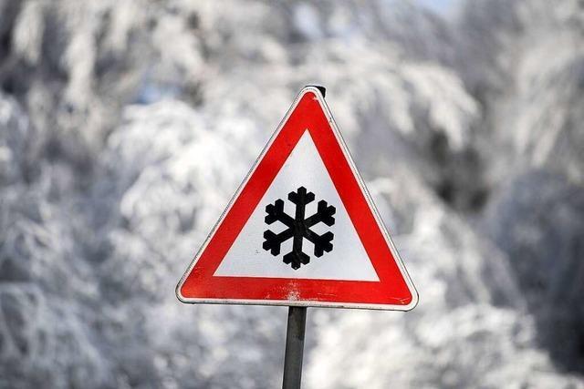 Schneeglätte löst Unfall auf der A98 bei Lörrach aus
