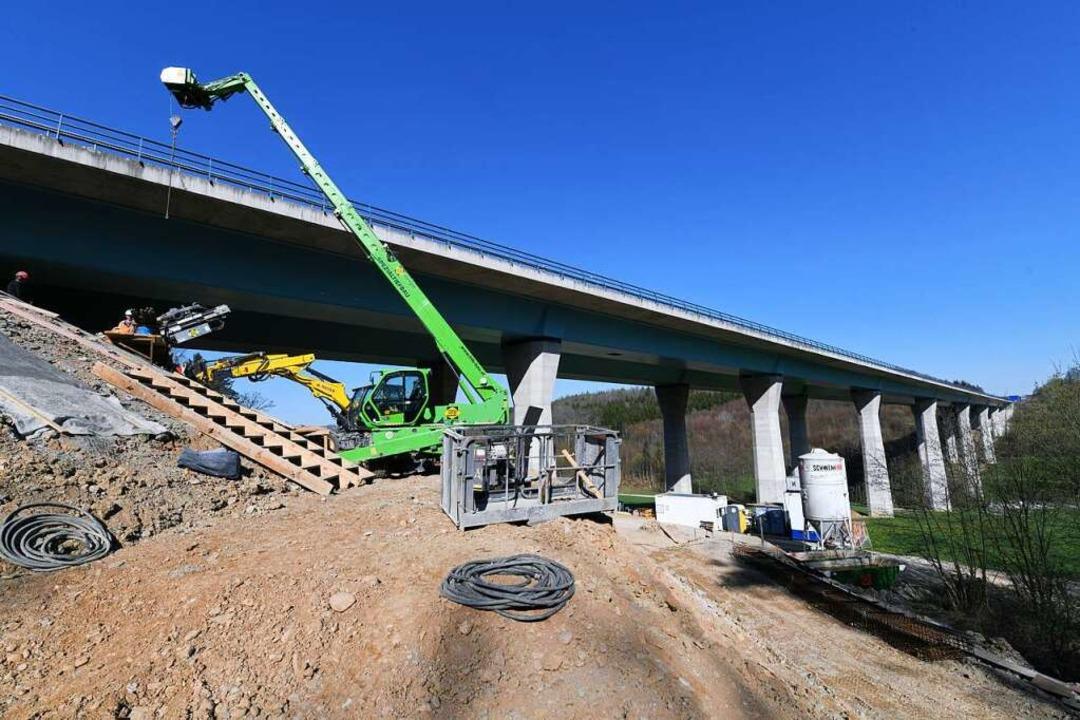 Arbeiten an der Dultenaugrabenbrücke  | Foto: Juri Junkov
