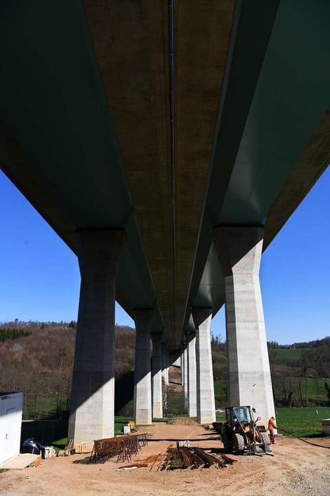 Die Brücke von unten  | Foto: Juri Junkov