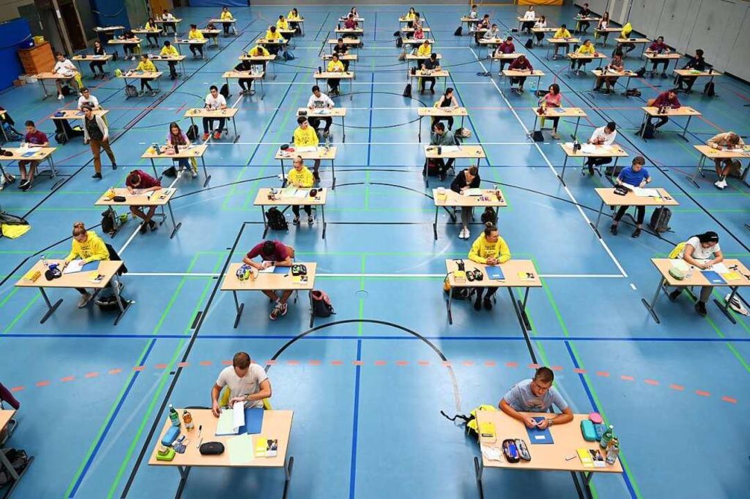 Abschlussprüfung unter Pandemiebedingungen  | Foto: Felix Kästle (dpa)