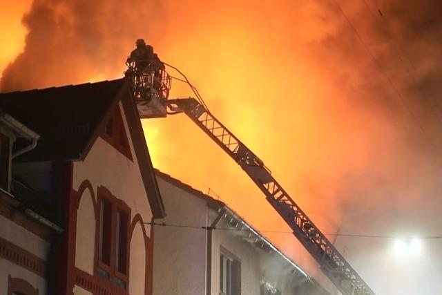 14 Verletzte nach Brand in Mehrfamilienhaus in Schwenningen