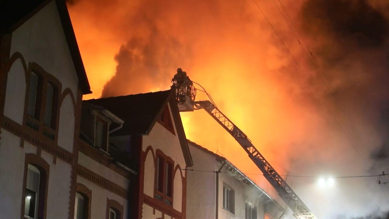 Die Feuerwehren des Schwarzwald-Baar-K...um Freitag in Schwenningen im Einsatz.  | Foto: kamera24