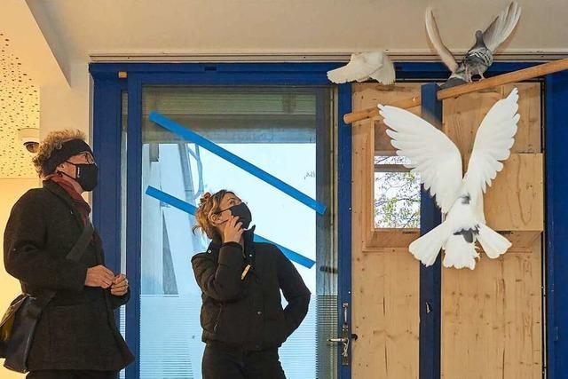 Das Theater Basel hat einen Tauben-Menschen-Schlag