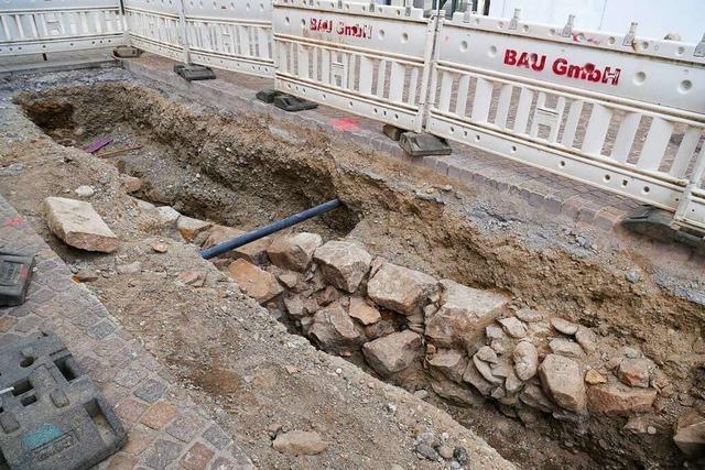 Archäologischer Fund: Bei Grabungen werden alte Mauerreste freigelegt