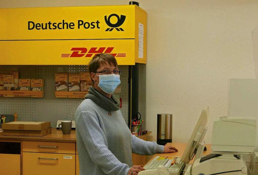 Kathrin Hartmann ist  die gute Seele der Steinener Postfiliale.  | Foto: Martina David-Wenk