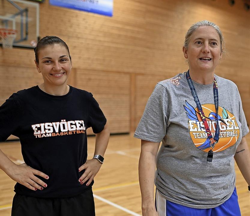 Die Trainerinnen Hanna Ballhaus (links... Fernandez verlassen den USC Freiburg.  | Foto: Patrick Seeger