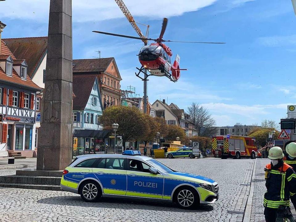 Der Rettungshubschrauber landete am Freitag in der Offenburger Innenstadt.  | Foto: Helmut Seller