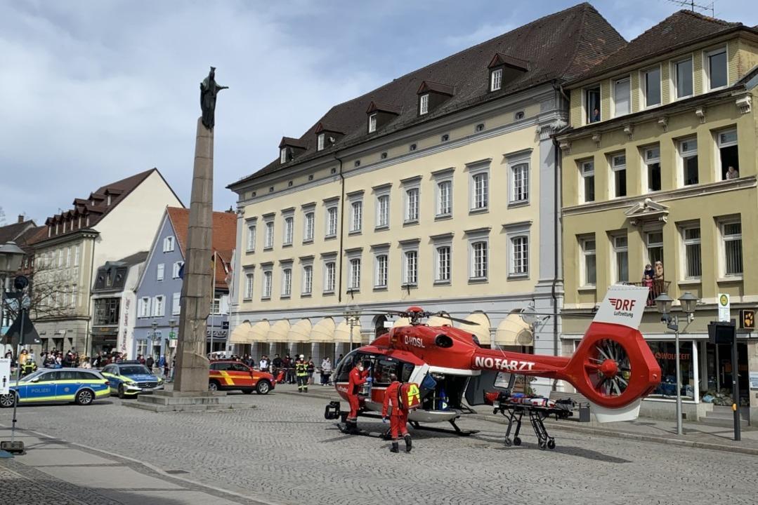 Der Hubschrauber landete in der Innenstadt.  | Foto: Helmut Seller