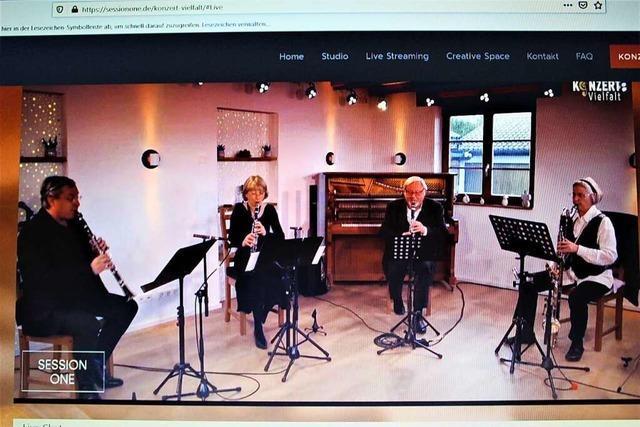Klarinetten und Akkordeon im Konzert-Livestream