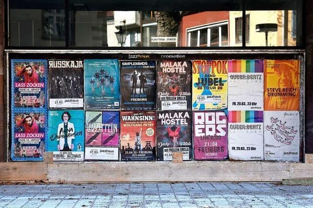 Diese Freiburger Plakatwand hat echten Museumscharakter