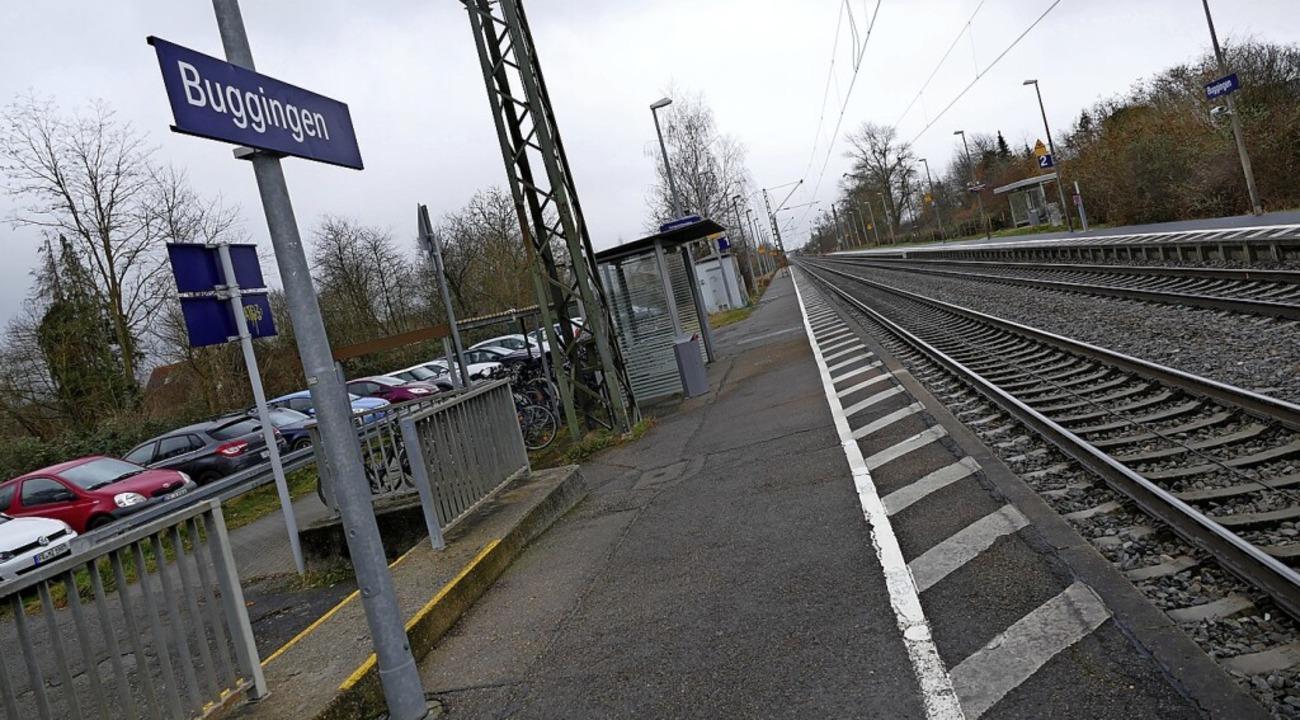 Der Bugginger Bahnhof soll weiter nach...nnten viel mehr Parkplätze entstehen.   | Foto: Sophia Hesser
