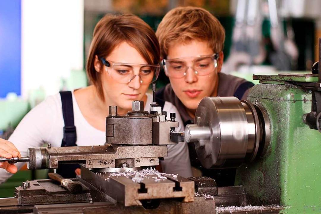Sehen, wie es im Arbeitsalltag läuft &...demie die Einblicke in die Berufswelt.    Foto: ehrenberg-bilder - Fotolia